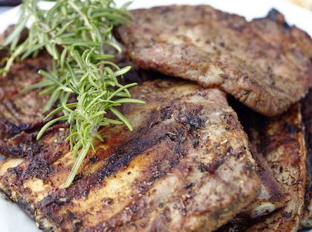 Fleisch wuerzen 444x330 - Für jedes Stück Fleisch ist ein Kraut gewachsen